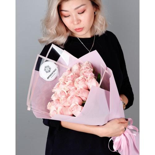 Купить на заказ Букет из 25 розовых роз с доставкой в Шаре