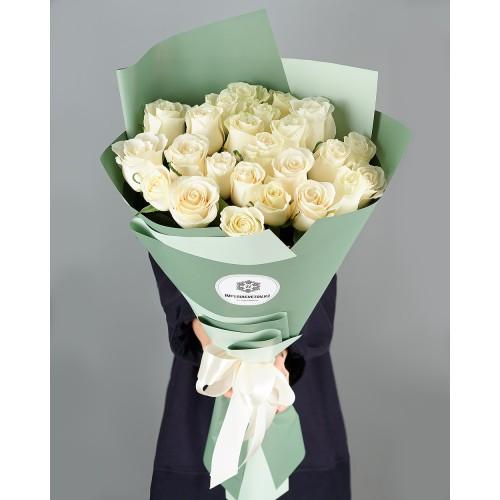 Купить на заказ Букет из 25 белых роз с доставкой в Шаре