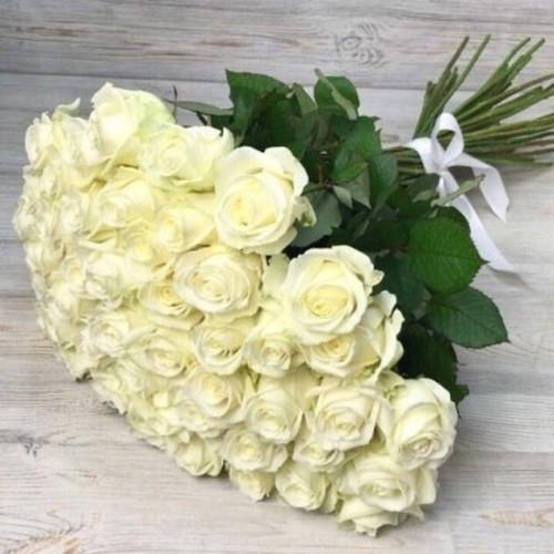 Купить на заказ Букет из 51 белой розы с доставкой в Шаре